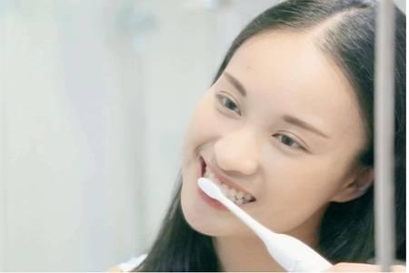 牙黄变白最实用的方法,让牙齿迅速变白的小诀窍