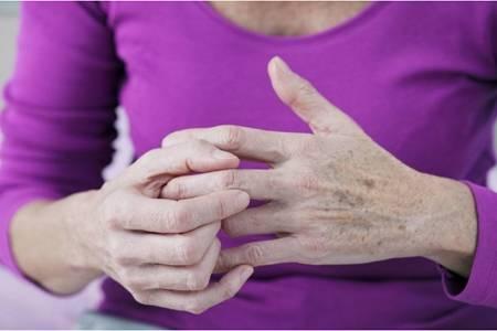 女性手发麻应警惕的病,手发抖可能是六种疾病表现