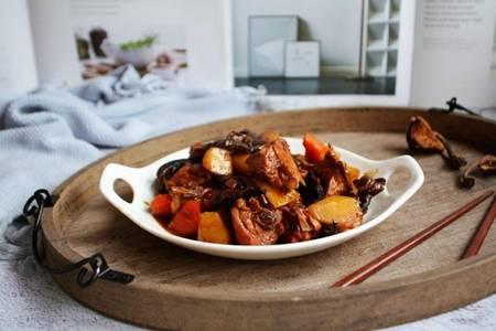 小雞燉蘑菇的家常簡單做法,一鍋鮮美雞肉榛蘑太下飯