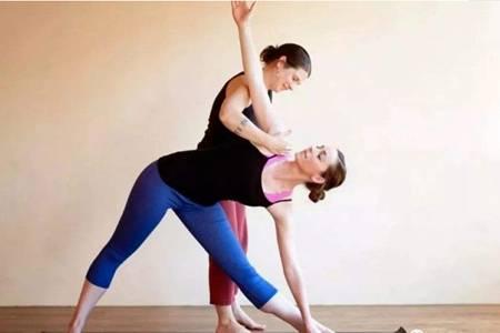 女性练习瑜伽对性生活的六个好处,常练瑜伽柔韧四肢更健康