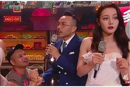 迪丽热巴遭男粉丝上台求婚,汪涵反应速度快速阻止