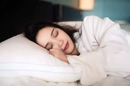 女性落枕了怎么快速好起来,教你五个方法缓解肩颈酸痛