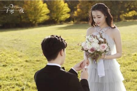 迪丽热巴婚纱造型,貌美肤白穿婚纱曲线惊艳