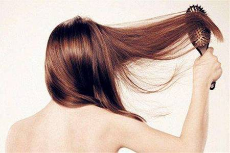女性掉头发是什么原因,不想做秃头女孩做这五件事