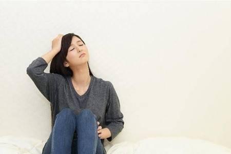 抑郁症的八个前兆,失眠悲观抑郁症状中招快治疗