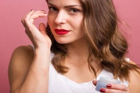 涂眼霜长皱纹是什么原因 眼霜的正确使用方法是怎样