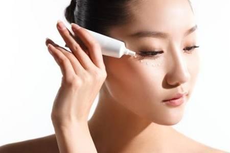 眼霜的作用是什么哪个牌子好用   眼霜的正确使用方法及误区