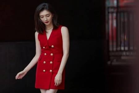 王漫妮精致穷仿妆怎么画 江疏影穿修身红色西装裙御姐范十足