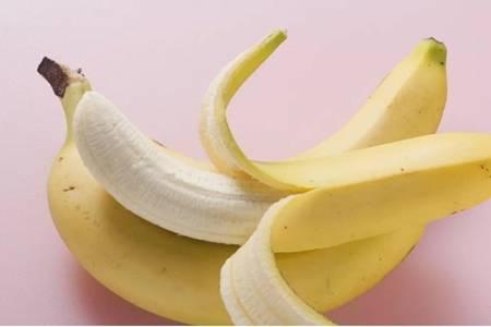 香蕉皮的六个功效与作用,香蕉皮不要扔保护口腔去除异味