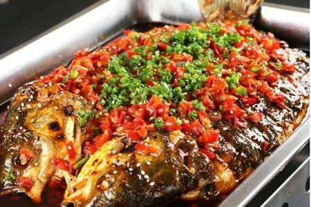 家庭版简单烤鱼的做法,香嫩酥软的烤鱼配菜吃到饱
