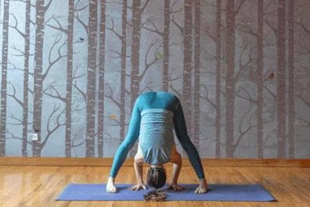 女性练习瑜伽的好处是什么?2个瑜伽体式促进肝脏排毒