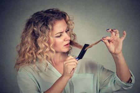什么原因导致头发分叉易断  头发分叉怎么办能自己长好吗