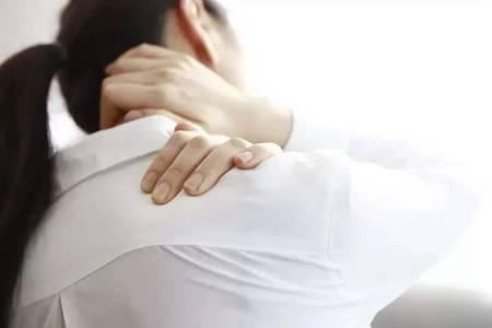 肩膀酸疼怎么治疗 四个动作轻松缓解痛感