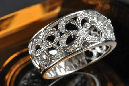 苗银和纯银的区别是什么 苗银手镯对身体有啥好处为什么比纯银贵
