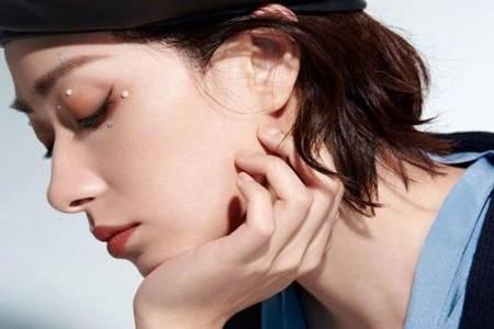 御姐万茜珍珠眼妆怎么画  短湿发搭配珍珠眼妆上演绝美侧脸杀