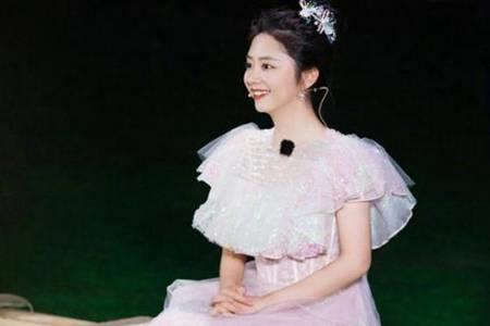 谭松韵穿玻璃糖纸公主裙  尽显温婉灵动不愧是冻龄少女