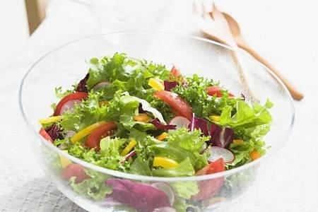 女性都爱吃蔬菜沙拉的做法 三种减肥沙拉爽口不腻