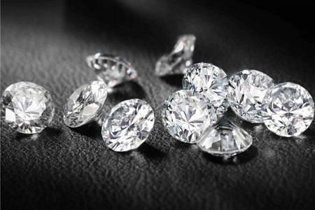 莫桑钻和钻石的区别 新手怎么选好的莫桑钻