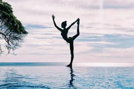 女人练瑜伽的好处及作用  瑜伽舞王式拍照专用体式
