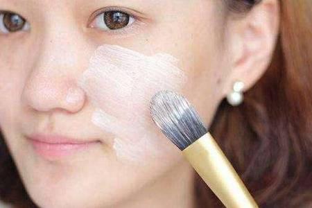 卡粉是什么意思 女生如何避免卡粉让妆容更持久