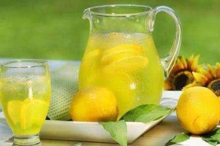 柠檬水功效和作用 柠檬水正确的减肥泡法