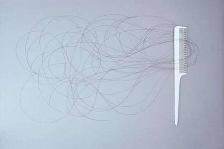 脱发是什么原因引起的 三个防止脱发的小妙招