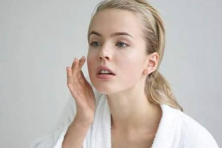 油性皮肤一天可以洗几次脸  油性皮肤毛孔粗大该如何修复