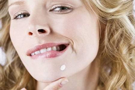 女人下巴长痘痘是什么原因  2种小方法快速消除脸上青春痘