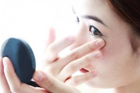 怎么去除脂肪粒的小窍门 三招还原眼部完美肌肤