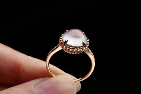女生为什么爱戴戒指   戴结婚戒指有何意义寓意着什么