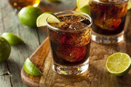 朗姆酒的功效与作用  女性适不适合喝朗姆酒