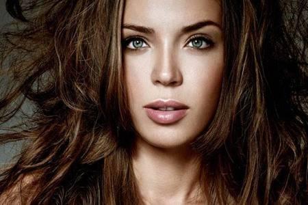 女性头发毛躁是什么原因  头发毛躁怎么样才能变得柔顺光滑