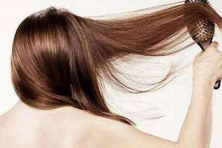 头发掉的厉害是什么原因怎么治疗   女性脂溢性脱发有哪些症状