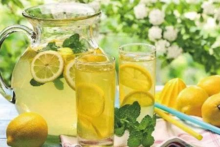 冰柠檬的功效与作用  女性常喝蜂蜜柠檬茶真的能减肥吗