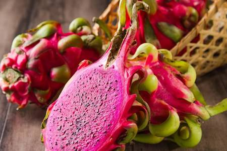 红心火龙果和白心火龙果的营养区别  火龙果白心红心哪个更降火更好吃