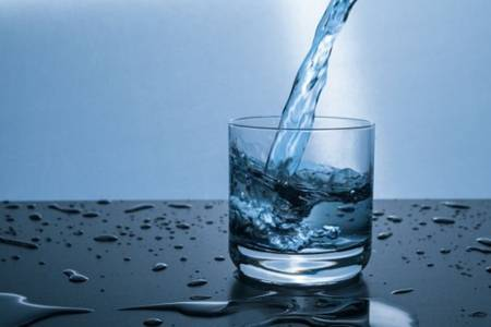 多喝热水的真相是什么  多喝热水有什么好处能减肥吗