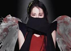 迪丽热巴羽翼造型超惊艳  化身黑夜中的天使美得惊心动魄