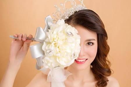 新娘妆需要什么化妆品可用自己的化妆品吗  新娘妆详细化妆步骤推荐
