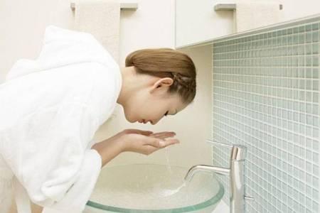 硫磺皂的功效与作用是什么 硫磺皂洗脸痘痘为啥越来越严重