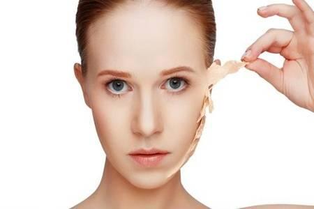 冬天脸干燥脱皮怎么办?女性都想知道的天然方法