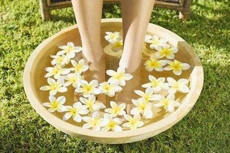 泡脚水温多少合适 泡脚有什么好处