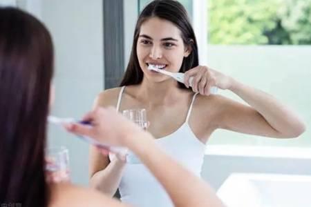 牙齿又黄又臭的软泥是怎么来的  牙垢长期不处理会怎么样