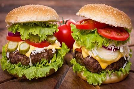牛肉汉堡怎么做?家庭版牛肉汉堡的做法