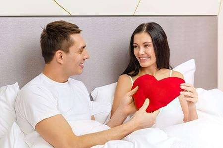 夫妻婚后该不该分床睡  女子婚后出现难以启齿的毛病怎么办