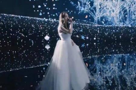 OPPO Reno5系列发布会 代言人欧阳娜娜星河入梦裙绝美时尚