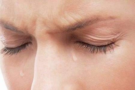 眼睛充血是什么原因引起的 做好这几点快速消除眼睛充血