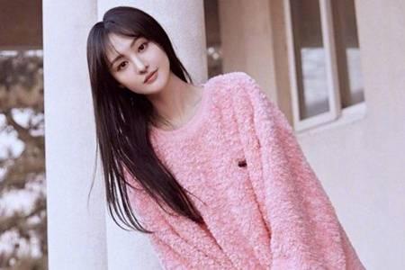 郑爽2021穿搭图片有心机 凹造型时尚又不失少女感