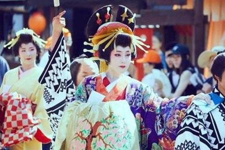 日本花魁巡街是啥意思 日本花魁如何接客道中为何抱着被子