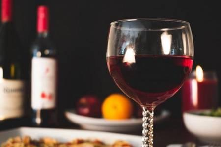 喝红酒的好处与坏处 红酒不醒直接喝结果会怎么样