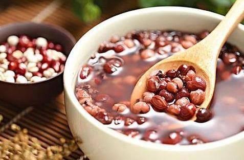 薏米红豆粥的功效与作用及禁忌介绍 红豆薏米越喝湿气越重吗